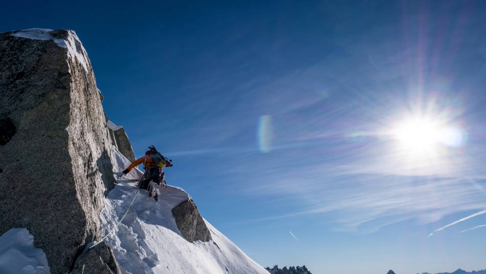 Heading up to the summit in deep snow, © David Gottler