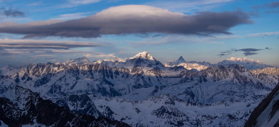 A huge lenticular, not ideal when you're on the Jorasses.