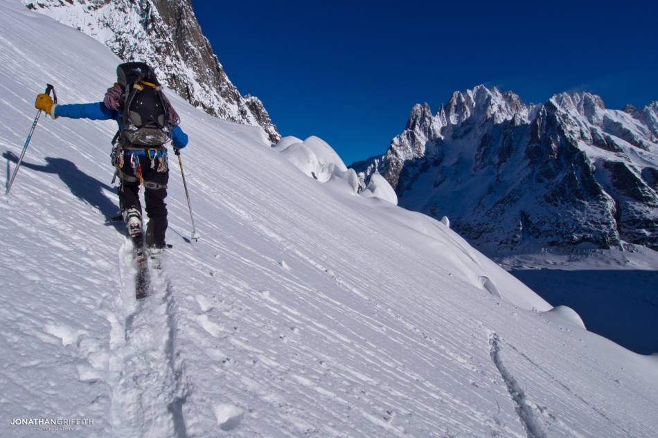 Tom on the approach to the Requin with the Verte in the background