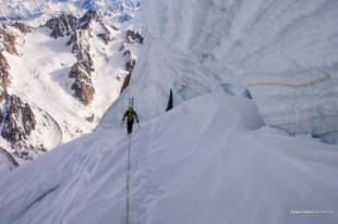 The nasty seracs and crevasses of the Calotte