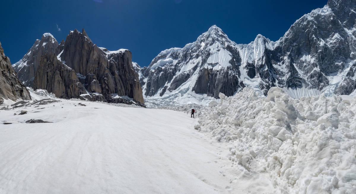 Walking in through avalanche debirs