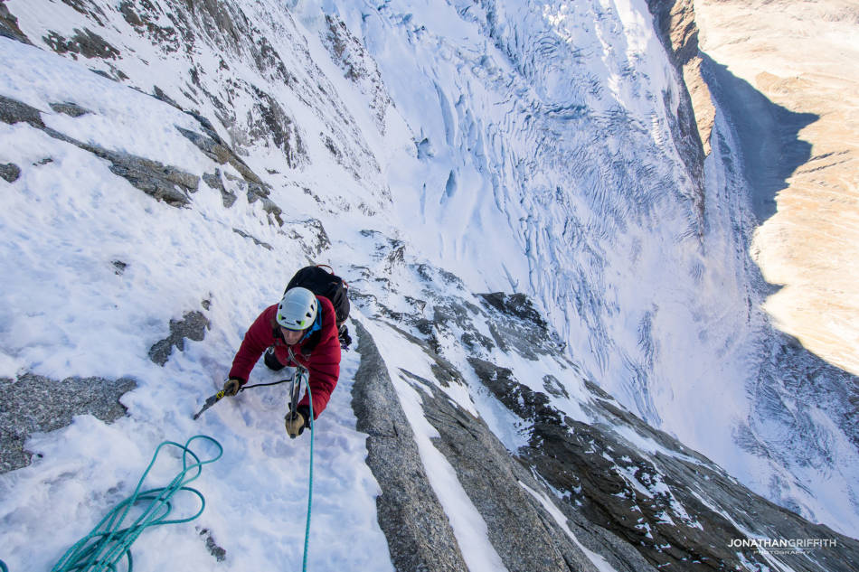 Starting the easy nevée ramps to the summit